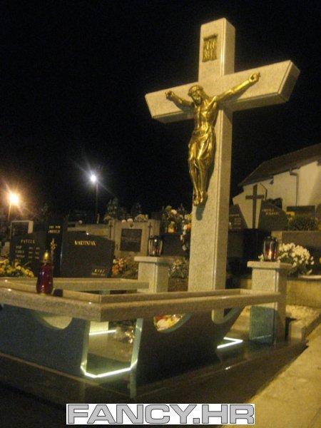 Sv.Ivan Zelina, Komin. Centralni križ na groblju